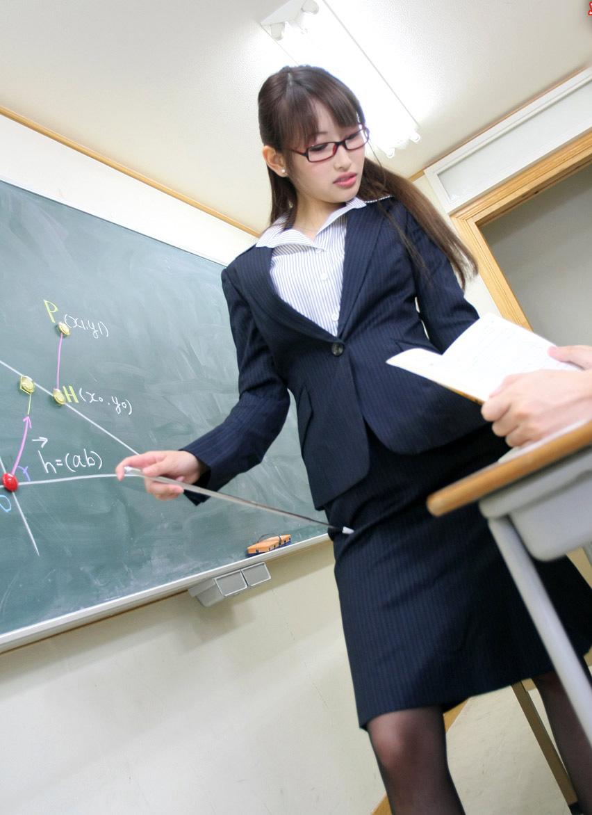 日本老师教室玩性感图片_日本教师性感职业装(4)_欧迈职装